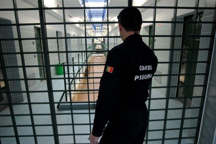 Guarda-condenado-a-13-anos-e-meio-por-ser-correio-de-droga-na-cadeia-de-Pacos-de-Ferreira