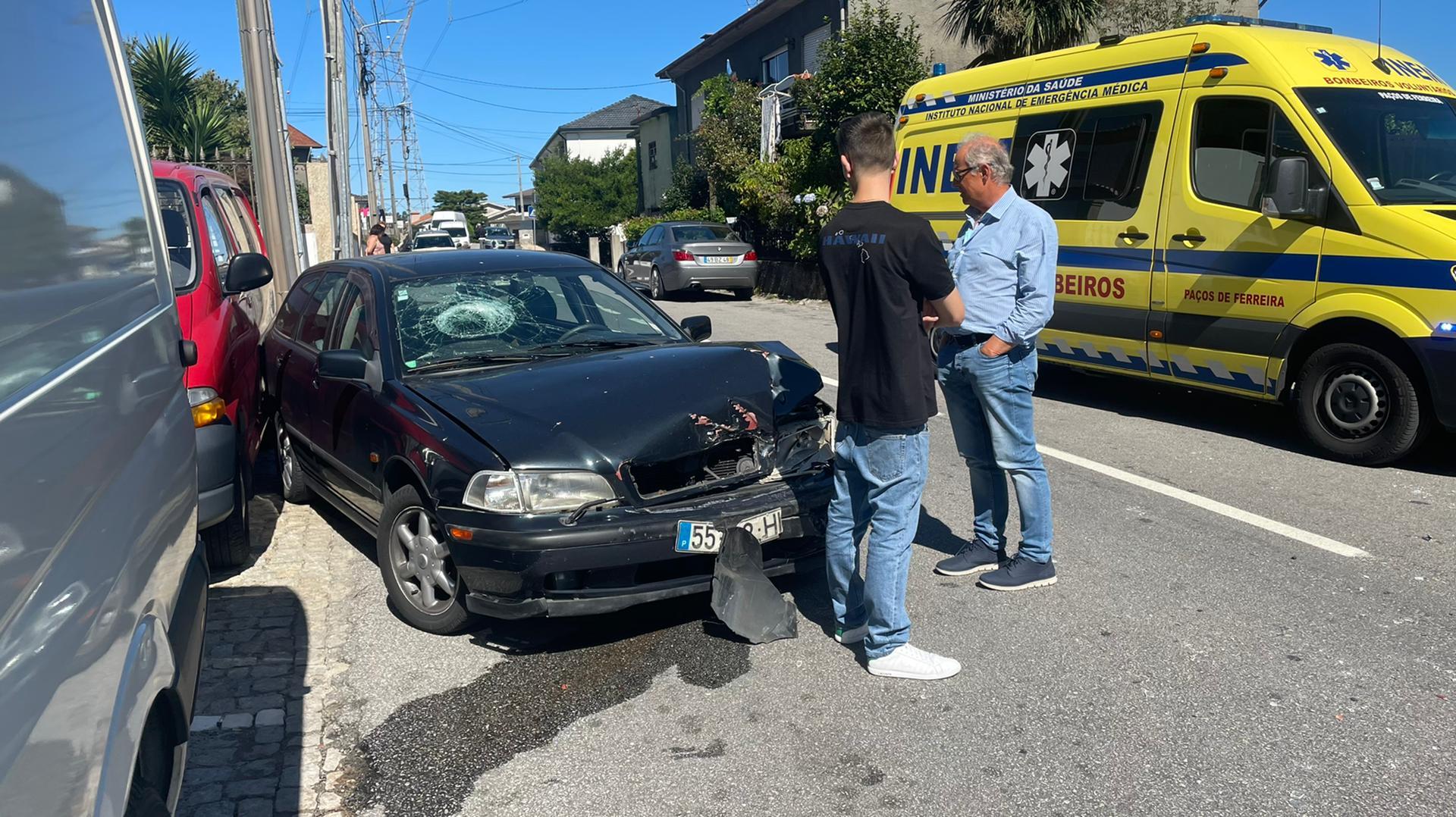 Pacos-de-Ferreira-Acidente-em-Frazao-causou-dois-feridos-leves-e-um-grave